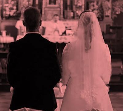 Revocato l'assegno di mantenimento all'ex moglie già stabilito in sede di divorzio. (Tribunale di Torino VII sezione civile, decreto 23 ottobre 2017)